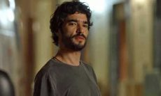 """Olavo conta para Geandro que saiu com Lourdes Maria. Hoje em """"O Sétimo Guardião"""""""