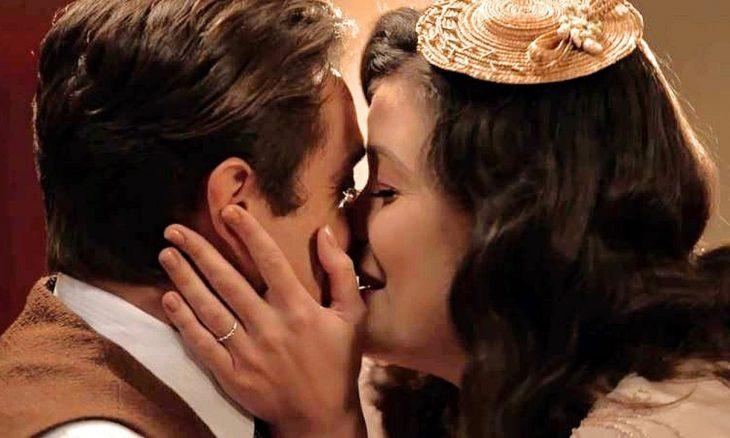 """Danilo (Rafael Cardoso) e Julia (Vitória Strada) em """"Espelho da Vida"""""""