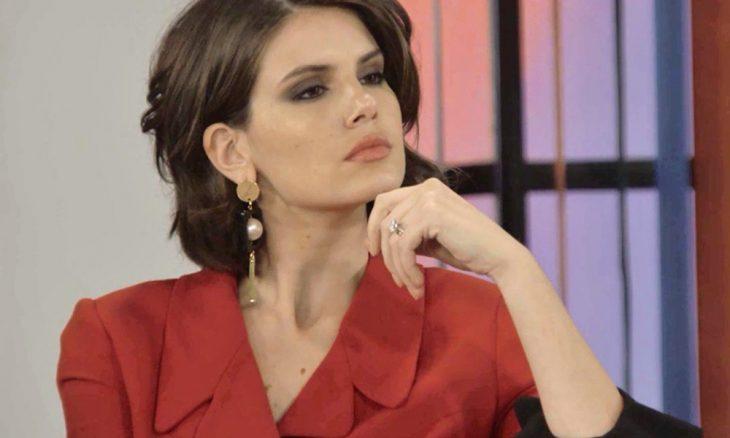 """Vanessa (Camila Queiroz) em """"Verão 90"""""""