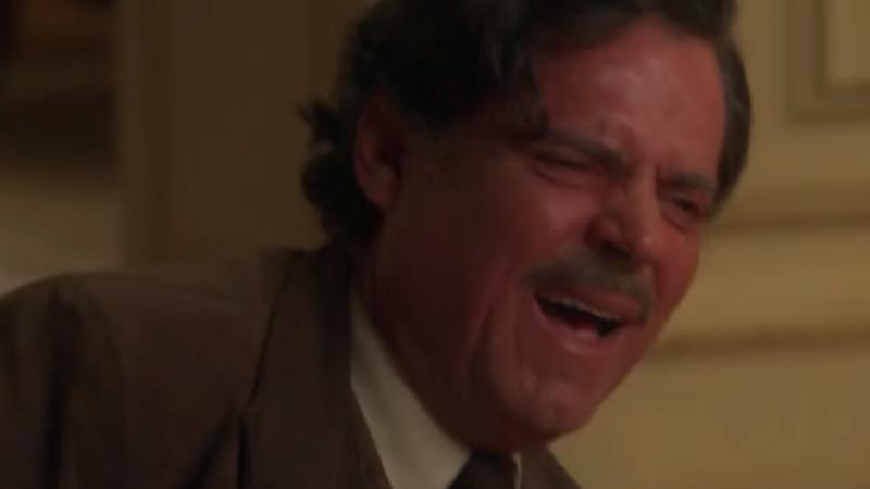 Eugênio (Felipe Carmargo) se desespera ao perceber que atirou na filha