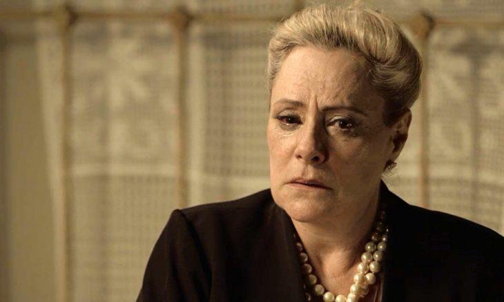 """Mirtes (Elizabeth Savala) em """"O Sétimo Guardião"""""""