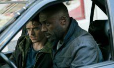 """Richard Madden e Idris Elba no filme """"Atentado em Paris"""""""