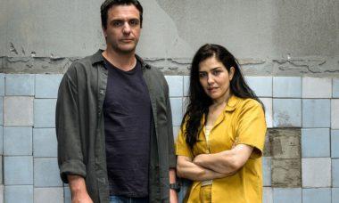 """Rodrigo Lombardi e Letícia Sabatella em """"Carcereiros"""""""