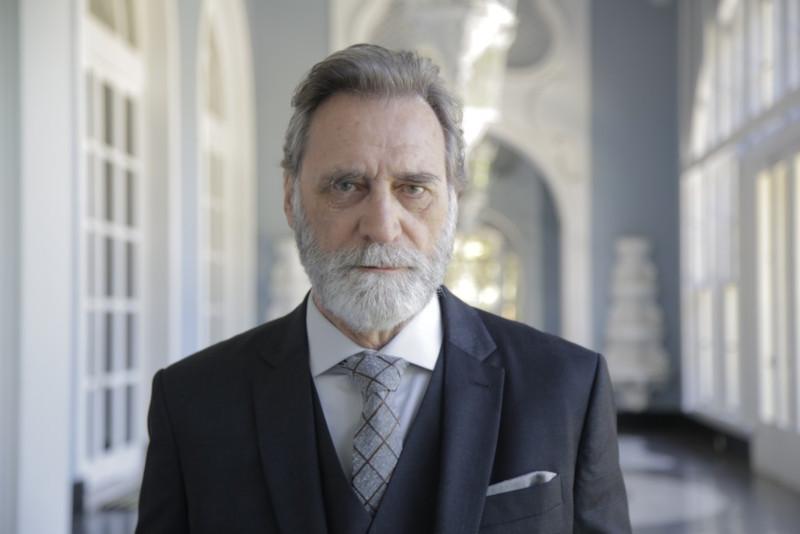 """Herson Capri como Aziz Abdallah na novela """"Órfãos da Terra"""""""