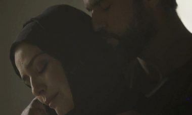 """Soraia (Letícia Sabatella) e Hussein (Bruno Cabrerizo) se beijam em """"Órfãos da Terra"""" / Foto: TV Globo"""