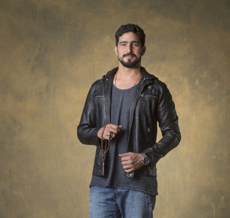 "Renato Góes como Jamil na novela ""Órfãos da Terra"","
