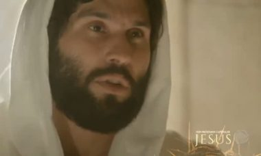 "Jesus (Dudu Azevedo) em ""Novela Jesus"""