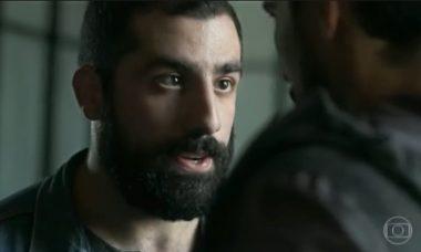 """Kaysar Dadour como Fauze em """"Òrfãos da Terra"""""""