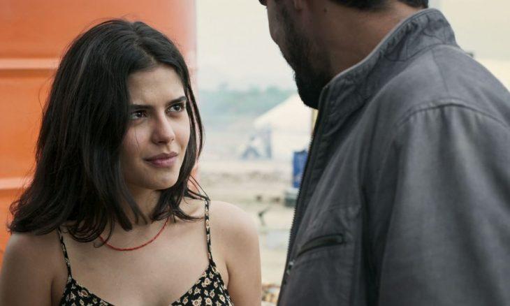 """Laila (Julia Dalavia) e Jamil (Renato Góes) se reencontram em """"Órfãos da Terra"""""""