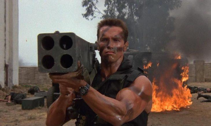 """Arnold Schwarzenegger em """"Comando para Matar"""""""