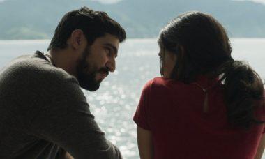 """Jamil (Renato Góes) e Laila (Julia Dalavia) em """"Órfãos da Terra"""""""