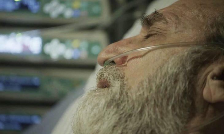 """Aziz (Herson Capri) é baleado em """"Órfãos da Terra"""" / Foto: TV Globo"""