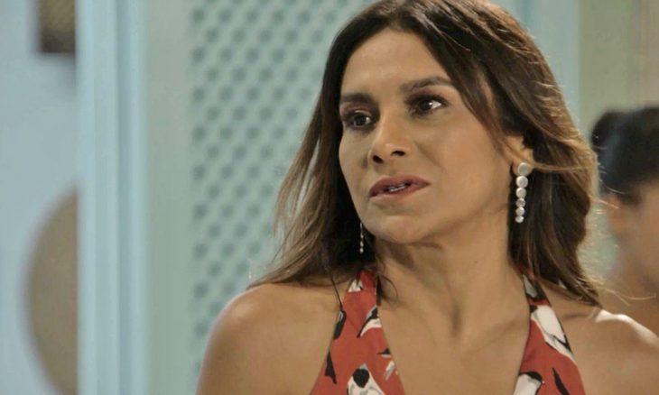 """Janaína (Dira Paes) em """"Verão 90"""""""