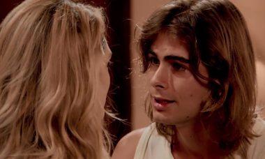 """Manu (Isabelle Drummond) e João (Rafael Vitti) em """"Verão 90"""""""