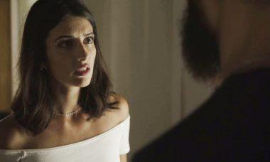 """Camila (Anaju Dorigon) e Paul (Carmo Dalla Vecchia) em """"Órfãos da Terra"""" / Foto: TV Globo"""