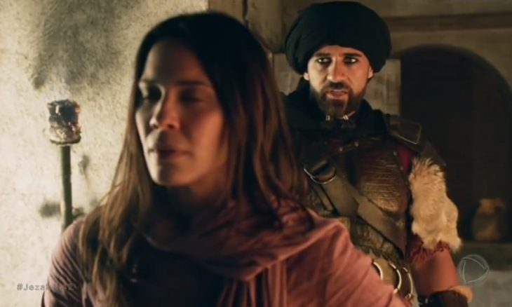 """Queila (Juliana Knust) e Hannibal (Rafael Sardão) em """"Jezabel"""" / Foto: Reprodução TV Record"""