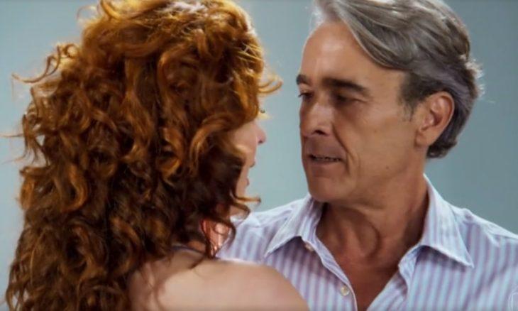 """Lidiane (Claudia Raia) e Quinzão (Alexandre Borges) em """"Verão 90"""" / Foto: TV Globo"""