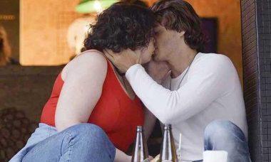 """Péricles e Cibele se beijam. Hoje (12/9) em """"Órfãos da Terra"""""""
