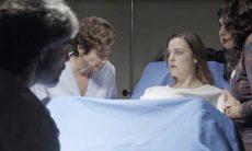 Dalila é levada para a sala de parto e pergunta por Rania e Fairouz