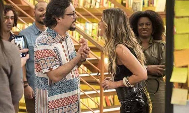 """Nana e Diogo flagram Mário e Silvana se beijando. Sexta (25) em """"Bom Sucesso"""""""