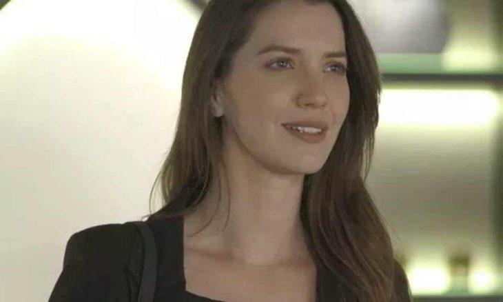 """Fabiana exige que Abel copie as receitas de Maria da Paz. Hoje (2/10) em """"A Dona do Pedaço"""""""