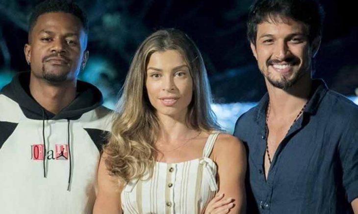 """Marcos abraça Paloma e os dois acabam caindo na piscina. Hoje (22) em """"Bom Sucesso"""""""