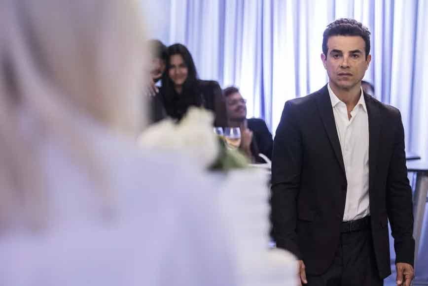 """Márcio impede o casamento de Kim com Paixão. Sexta (15) em """"A Dona do Pedaço"""""""
