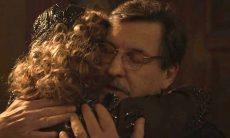 """Almeida se preocupa quando Júlio diz que vai ao cabaré. Sexta em """"Éramos Seis"""""""