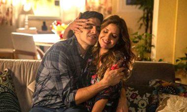 """Marco surpreende Carla e a pede em casamento. No capítulo de hoje em """"Malhação"""""""
