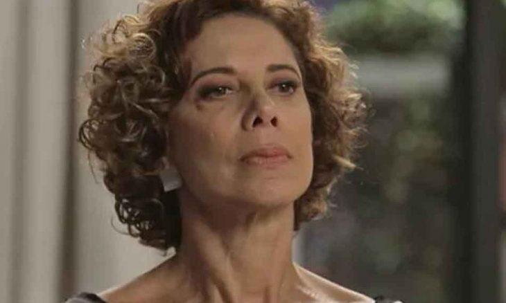 """Vera reclama por Alberto não querer assumir o namoro. Hoje (28) em """"Bom Sucesso"""""""
