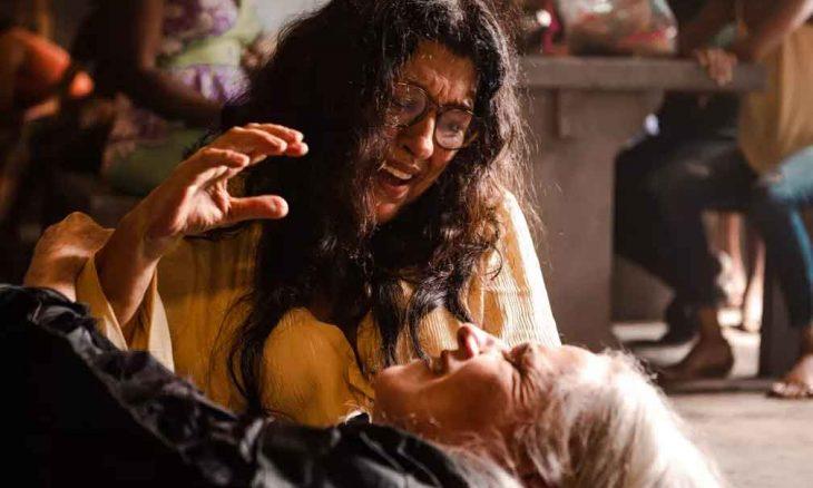 Kátia passa mal e acaba morrendo nos braços de Lurdes. Hoje (4) em Amor de Mãe