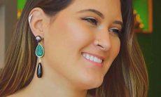 Filha de Fátima Bernardes e Bonner posta foto de biquíni e ganha enxurrada de elogios