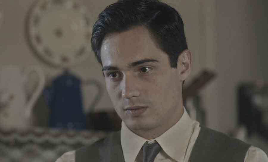 Carlos agride Alfredo ao vê-lo com Inês. Hoje em Éramos Seis