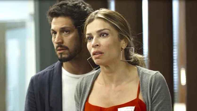 Paloma diz a Marcos que está desesperada, com medo de perder a filha.