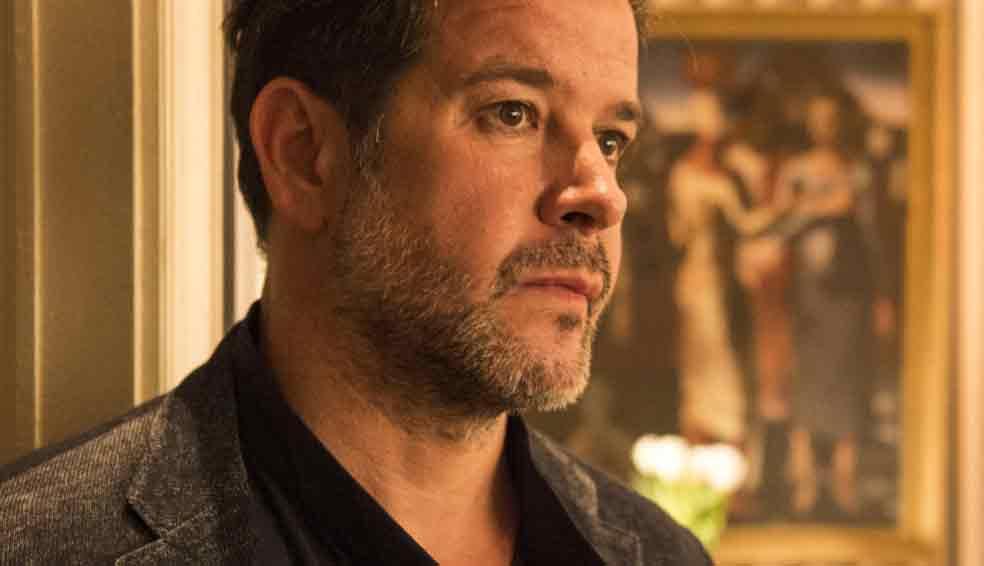 Raul conta para Érica sobre sua relação com Vitória.