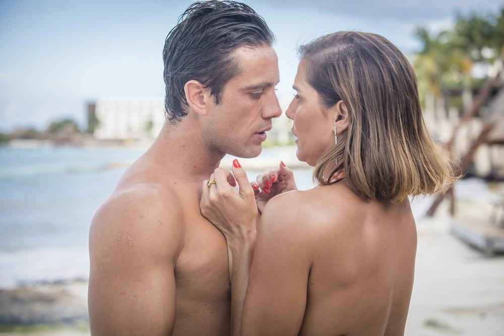 """Alexia e Renzo se beijam. Quinta (30/1), em """"Salve-se Quem Puder"""""""