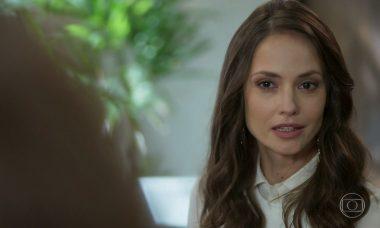 """Lara surpreende Leila em seu escritório. Terça (28/1), em """"Malhação"""""""