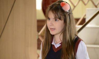 """Marcelo tenta convencer Luisa a fazer exame de DNA em Poliana. Quarta (29/1), em """"As Aventuras de Poliana"""""""