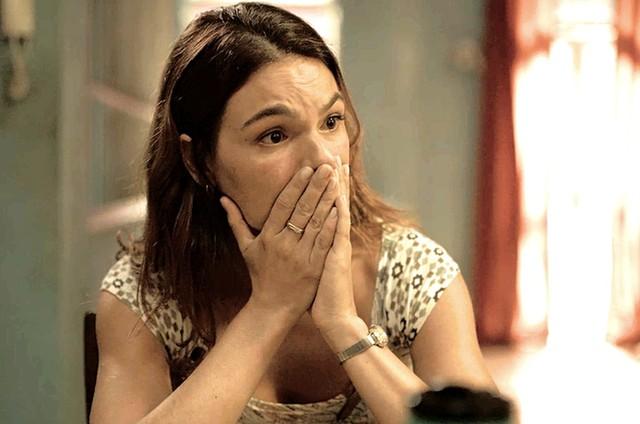 """Nicete revela a Betina que ela é irmã de Álvaro. Hoje (17/2), em """"Amor de Mãe"""""""