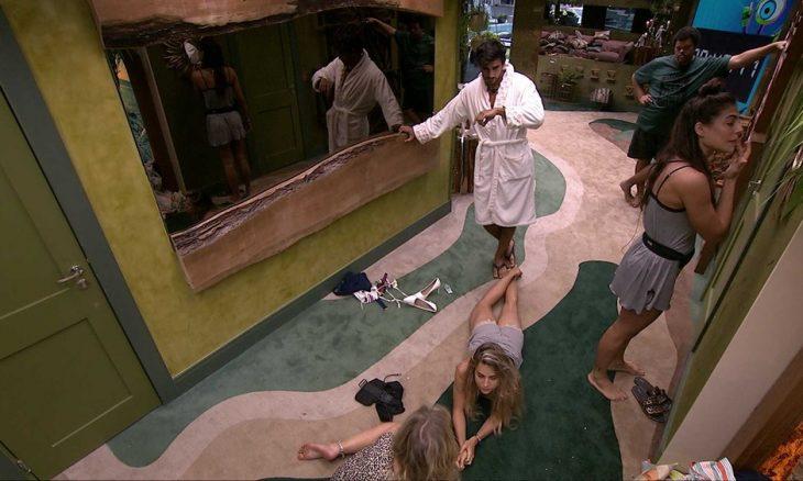 """BBB20: Marcela sobre Guilherme e Gabi: """"Entendo porque vocês dormem separados"""""""