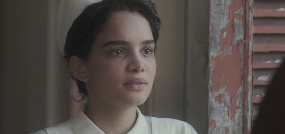 """Inês se alista para trabalhar como enfermeira na revolução. Terça (18/2), em """"Éramos Seis"""""""