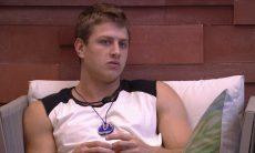 BBB20: Lucas confessa para Felipe: 'Para o meu jogo, seria melhor você sair'