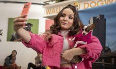 """Com Larissa Manoela, """"Modo Avião"""" é o filme de língua não inglesa mais visto na Netflix"""