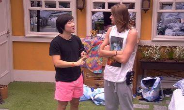 BBB20: Pyong conta para Daniel que viu Felipe e Victor Hugo conversando
