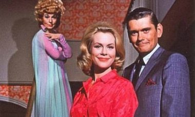 'A Feiticeira', clássica série dos anos 1960, está de volta a tv aberta