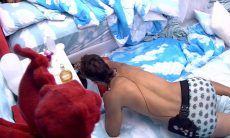BBB20: Felipe passa espuma em Flayslane e Gizelly