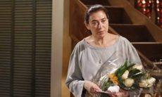 """Griselda recebe flores de Renê. Hoje (30/3), em """"Fina Estampa"""""""