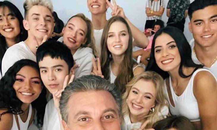 Any Gabrielly do Now United dança funk e surpreende fã no Caldeirão