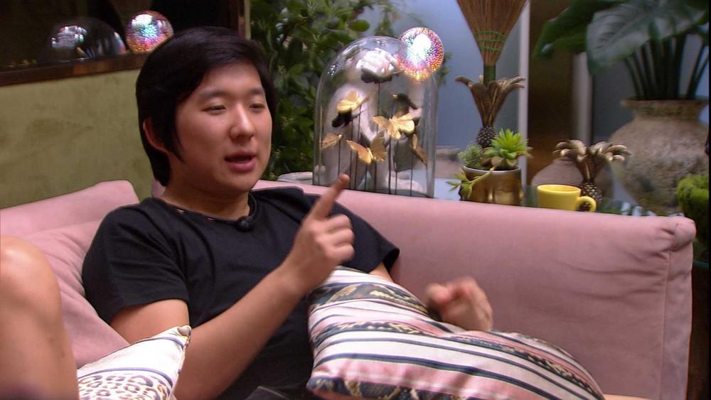 BBB20: Pyong observa Queridômetro e diz a Felipe: 'Sua avaliação está melhor que a minha'