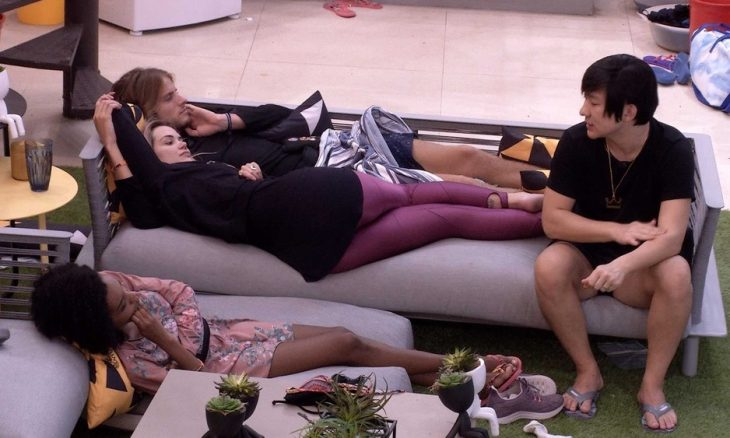 BBB20:'Ele perde para o Babu no Paredão?', questiona Thelma sobre Felipe